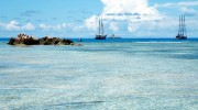 Seychellen, Kreuzfahrer vor La Digue