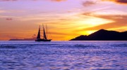 Seychellen Kreuzfahrten, Motorsegler vor Praslin